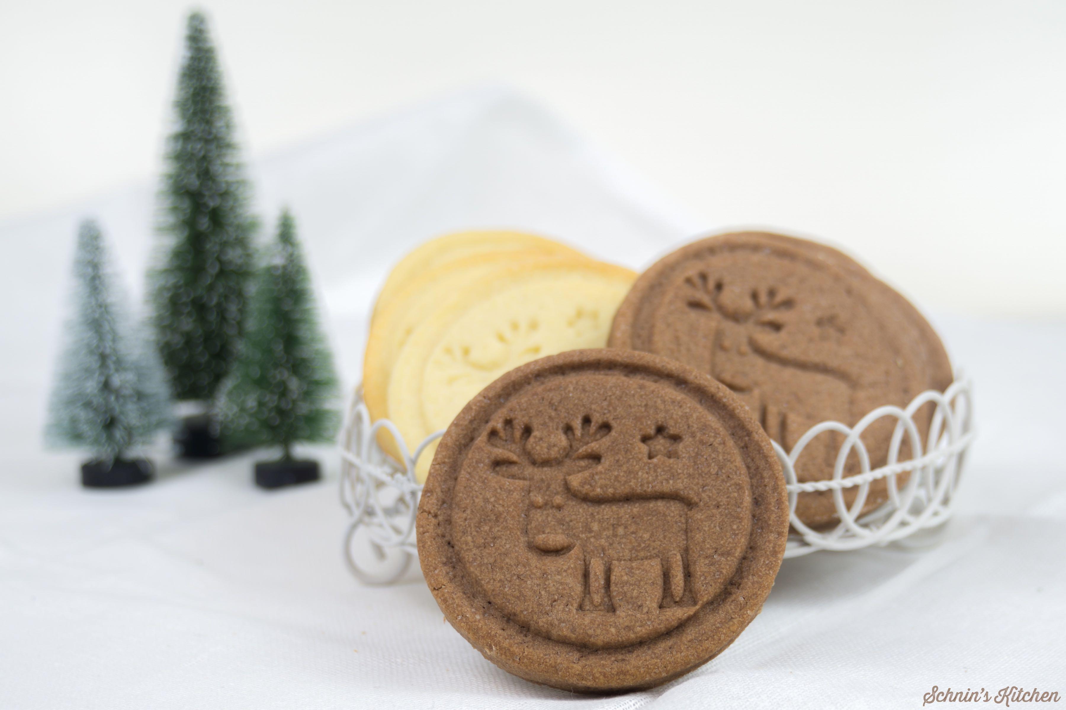 Zuckersüße Rudolph-Cookies und der perfekte Teig für alle Keksstempel und Ausstechplätzchen. Behält beim Backen prima seine Form. | www.schninskitchen.de