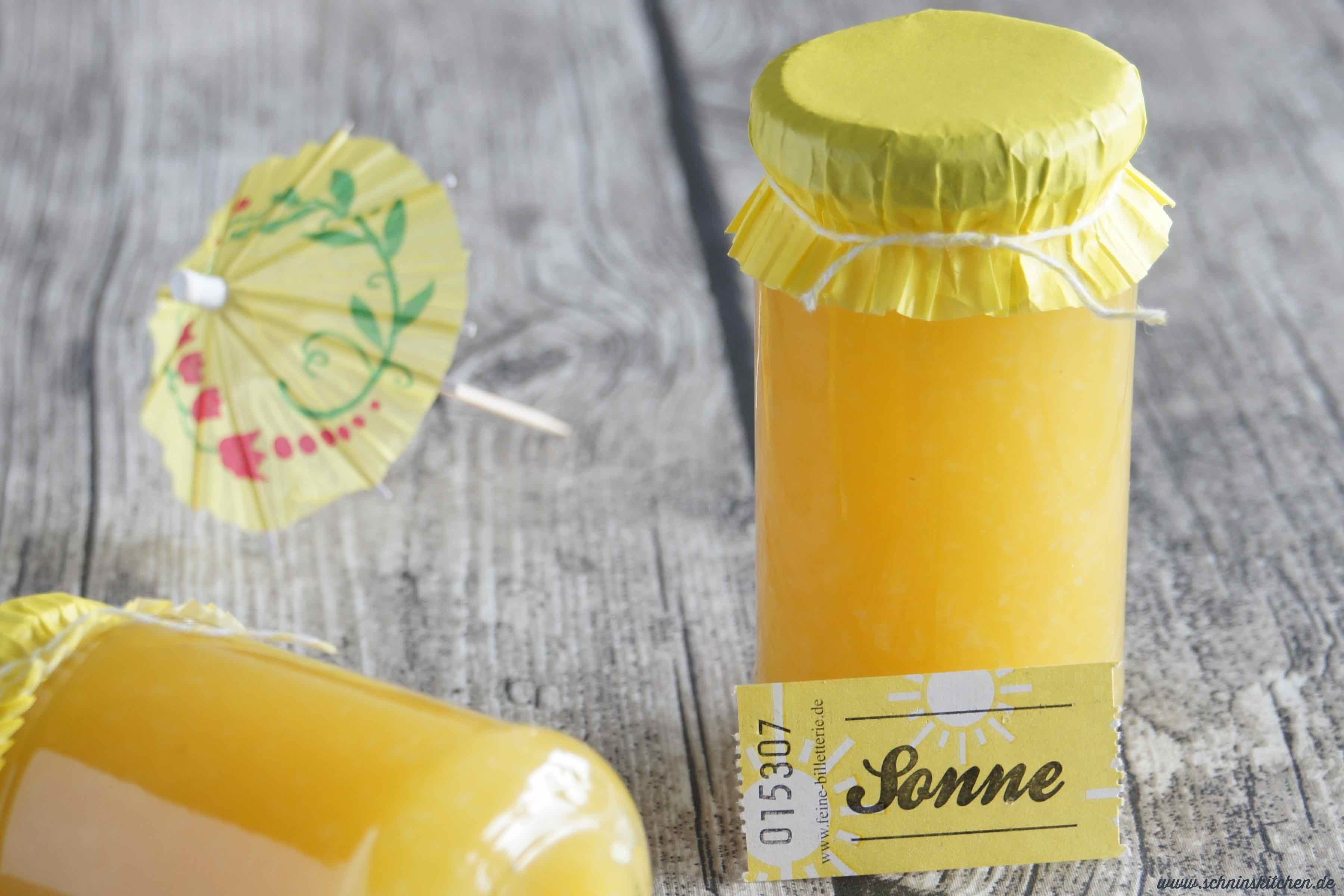 Piña Colada Marmelade - ein tolles Rezept mit Ananas, Kokosraspeln und einem Schuß Karibik-Rum. | www.schninskitchen.de