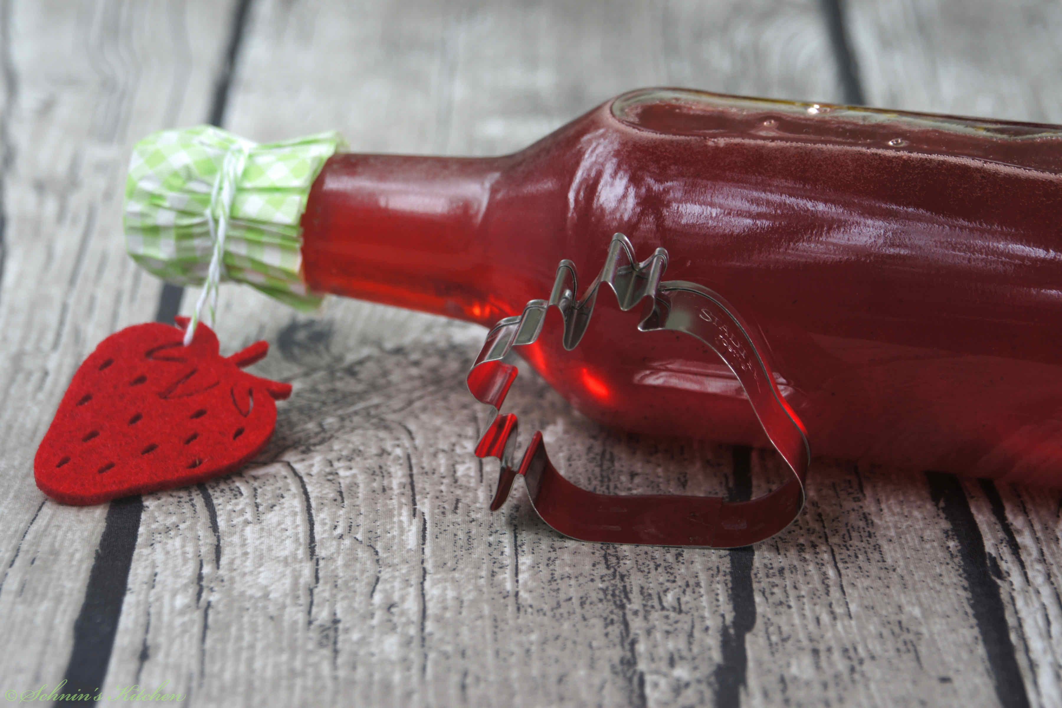 Erdbeersirup einfach selber machen | www.schninskitchen.de