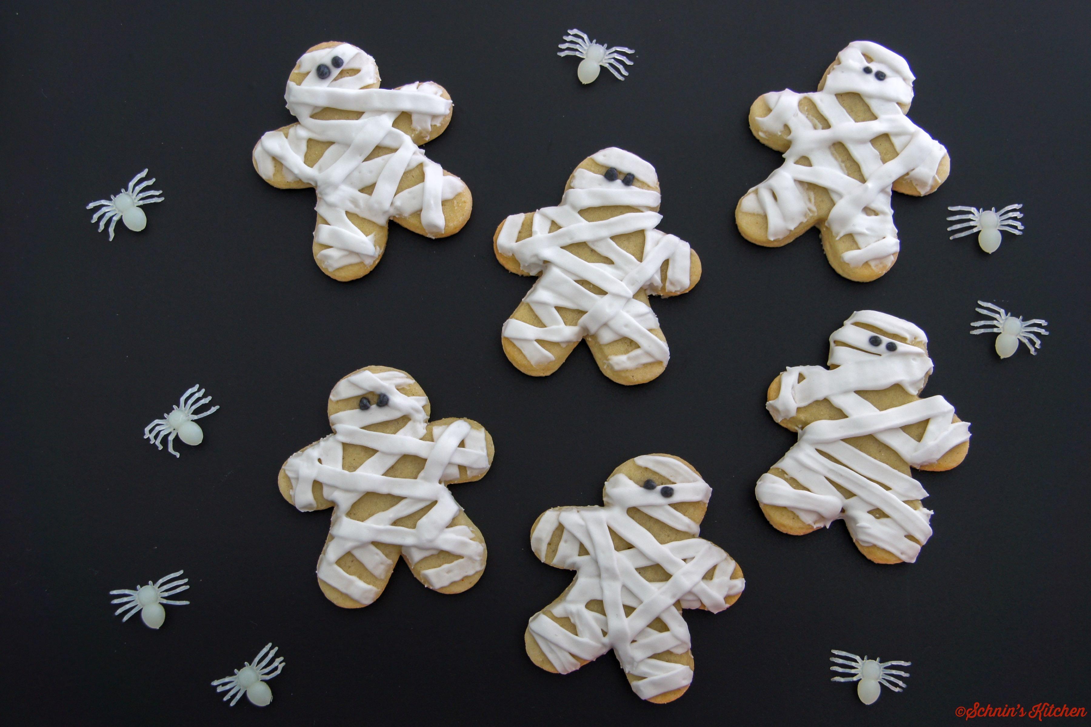 Gruselig-schöne Mumien-Cookies für Halloween mit Royal Icing Glasur - www.schninskitchen.de