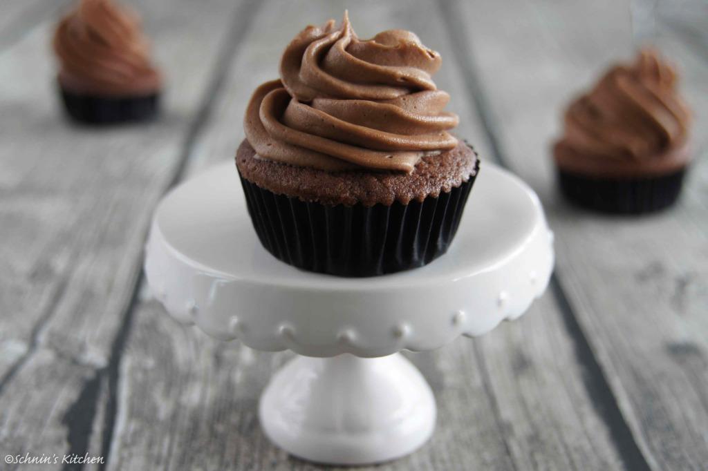 Schnin's Kitchen: Schoko-Cupcakes mit Blaubeeren & weltbestem Nutella-Frosting