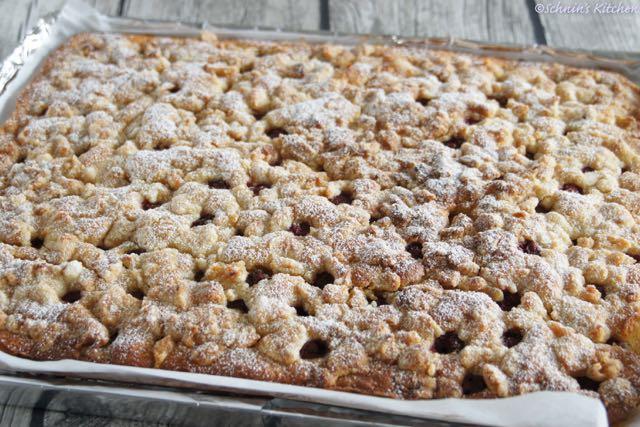 Schnin's Kitchen: Kirschkuchen mit Marzipanstreuseln