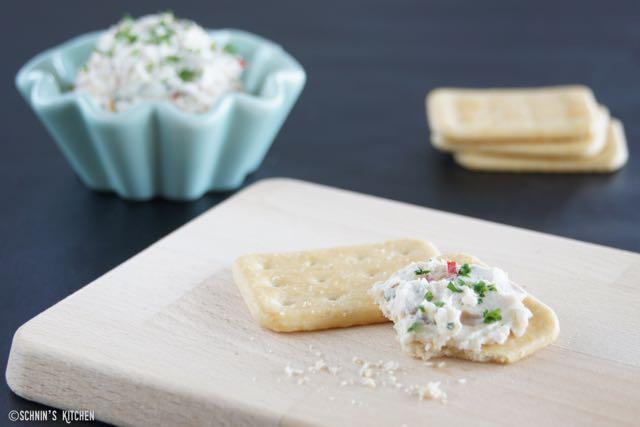 Schnin's Kitchen: Frischkäsecreme mit Datteln, Pinienkernen & einem Hauch Peperoni