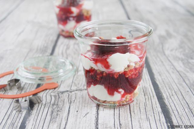 Schnin's Kitchen: Cheesecake im Glas mit Zwetschgenröster