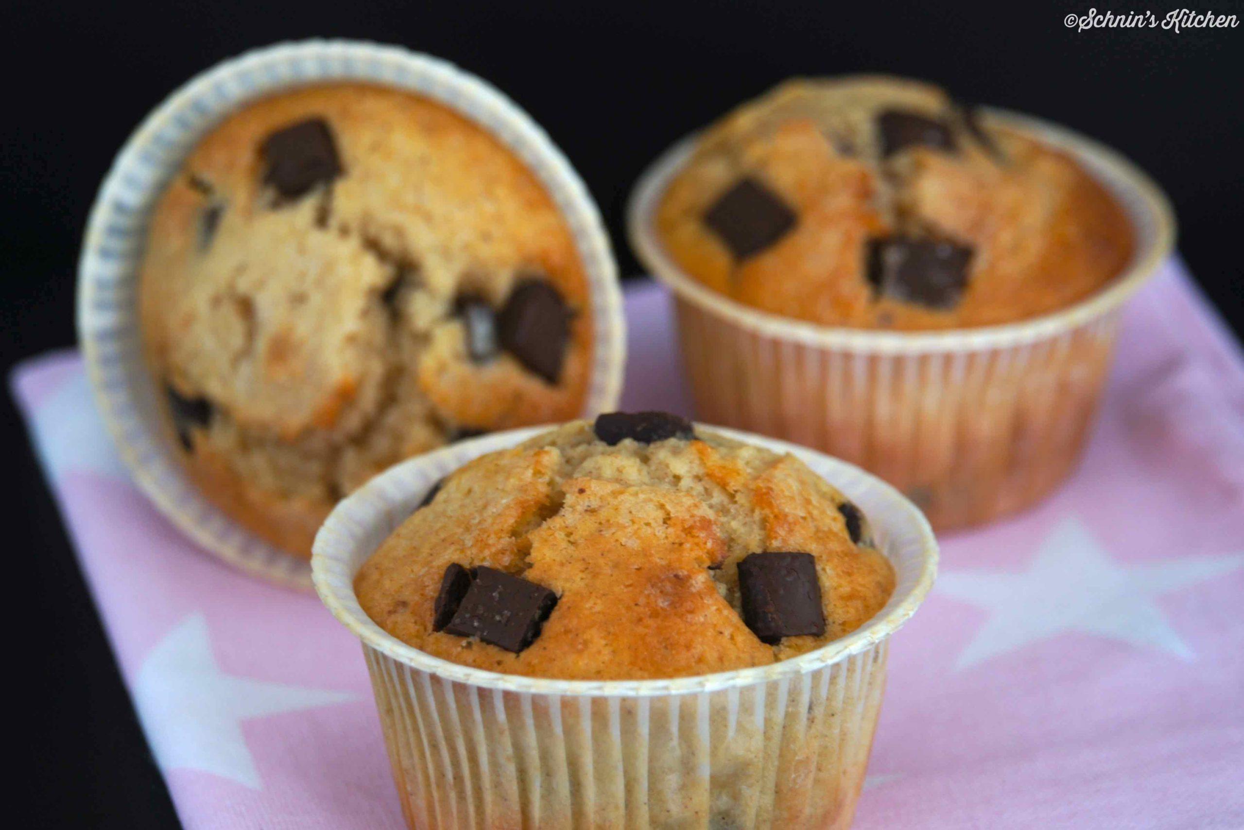 Chocolate Chip Muffins - das Klassiker-Rezept aus den Amerika: schnell und einfach. | www.schninskitchen.de