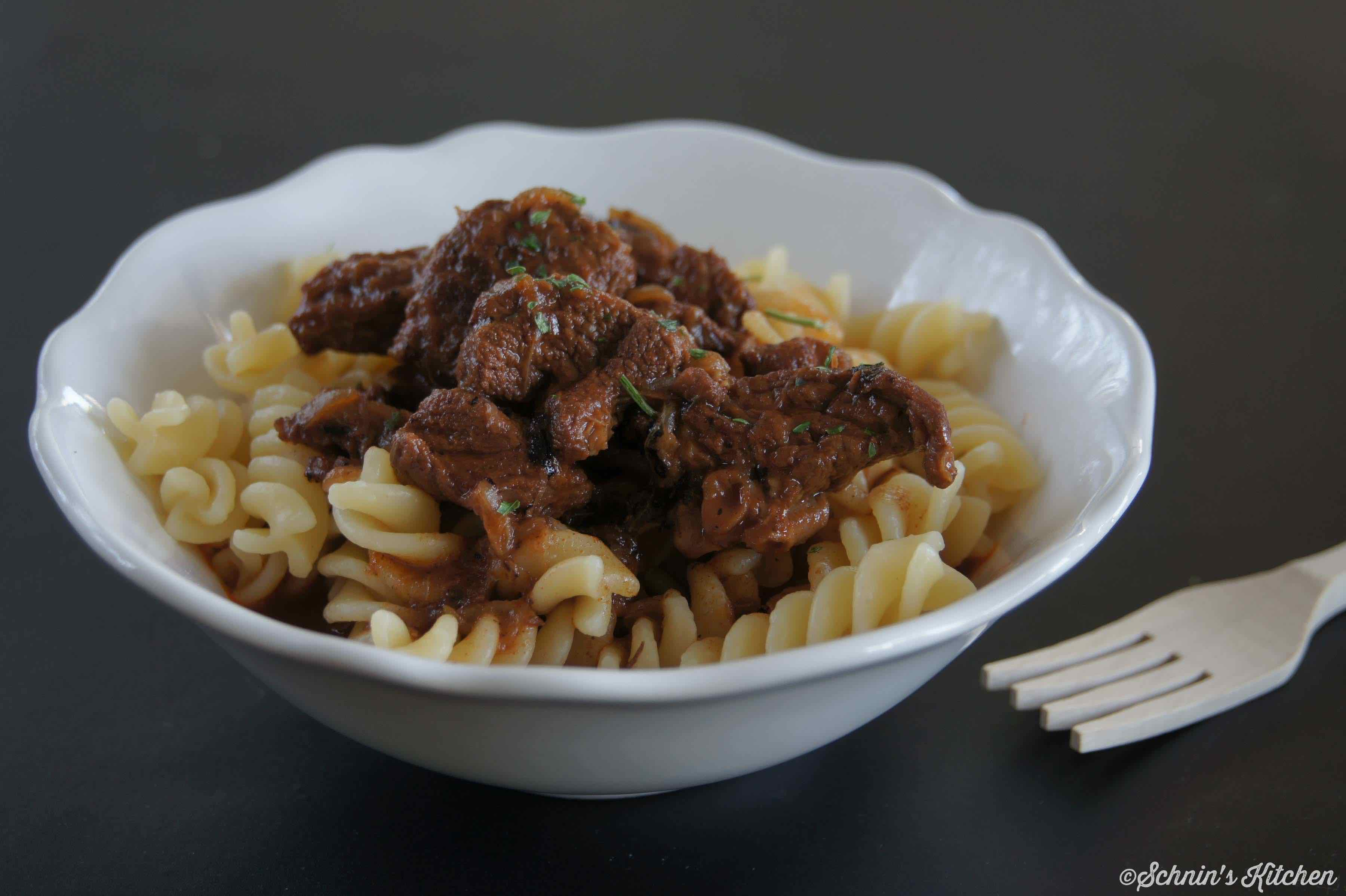 Schnin's Kitchen: Saftiges Gulasch vom Rind