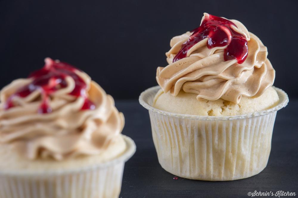 Schnin's Kitchen: Peanut Butter and Jelly Cupcakes (Erdnußbutter-Marmeladen-Cupcakes)