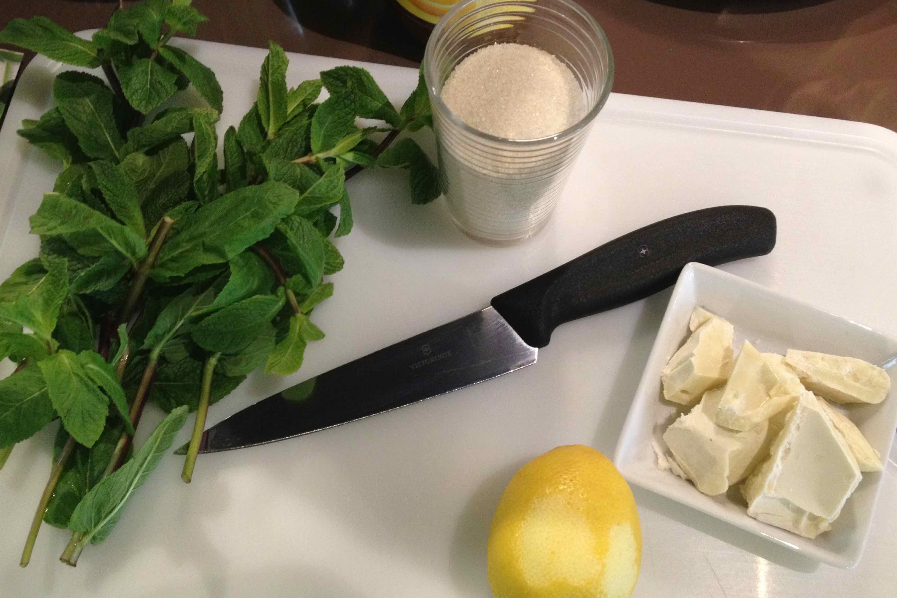 Schnin's Kitchen: Suesses Minzpesto mit Passionsfrucht und weißer Schokolade