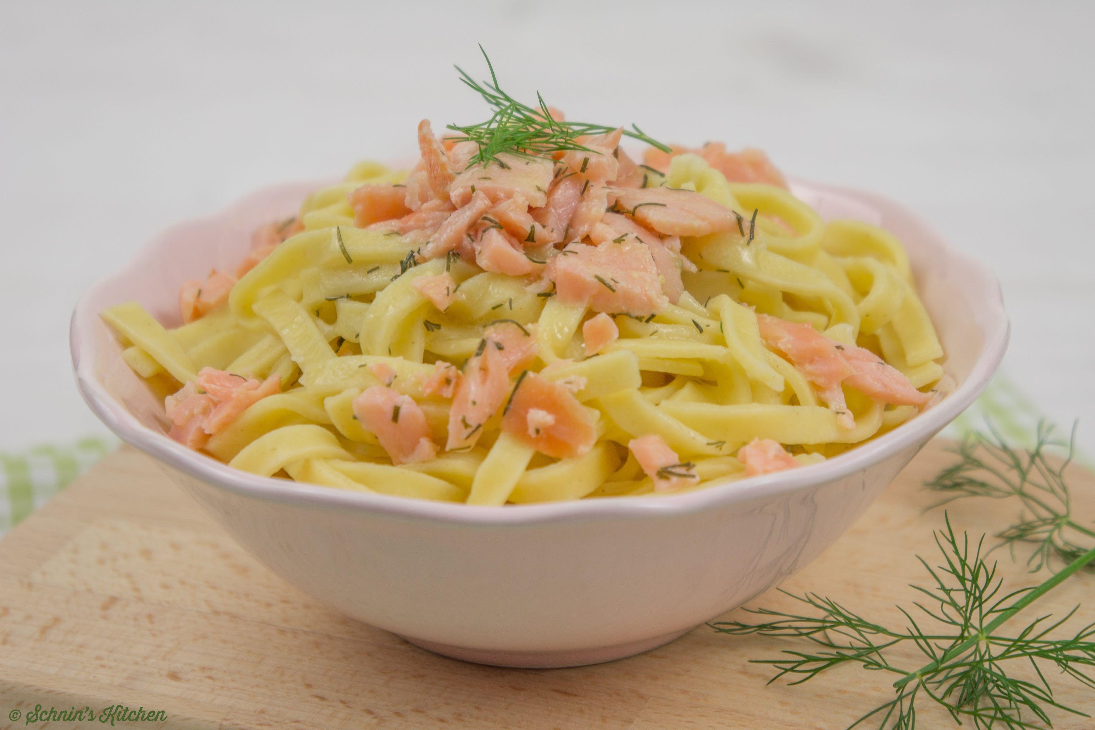 Schnin's Kitchen: Selbstgemachte Nudeln mit Lachs und Honig-Senf-Sauce