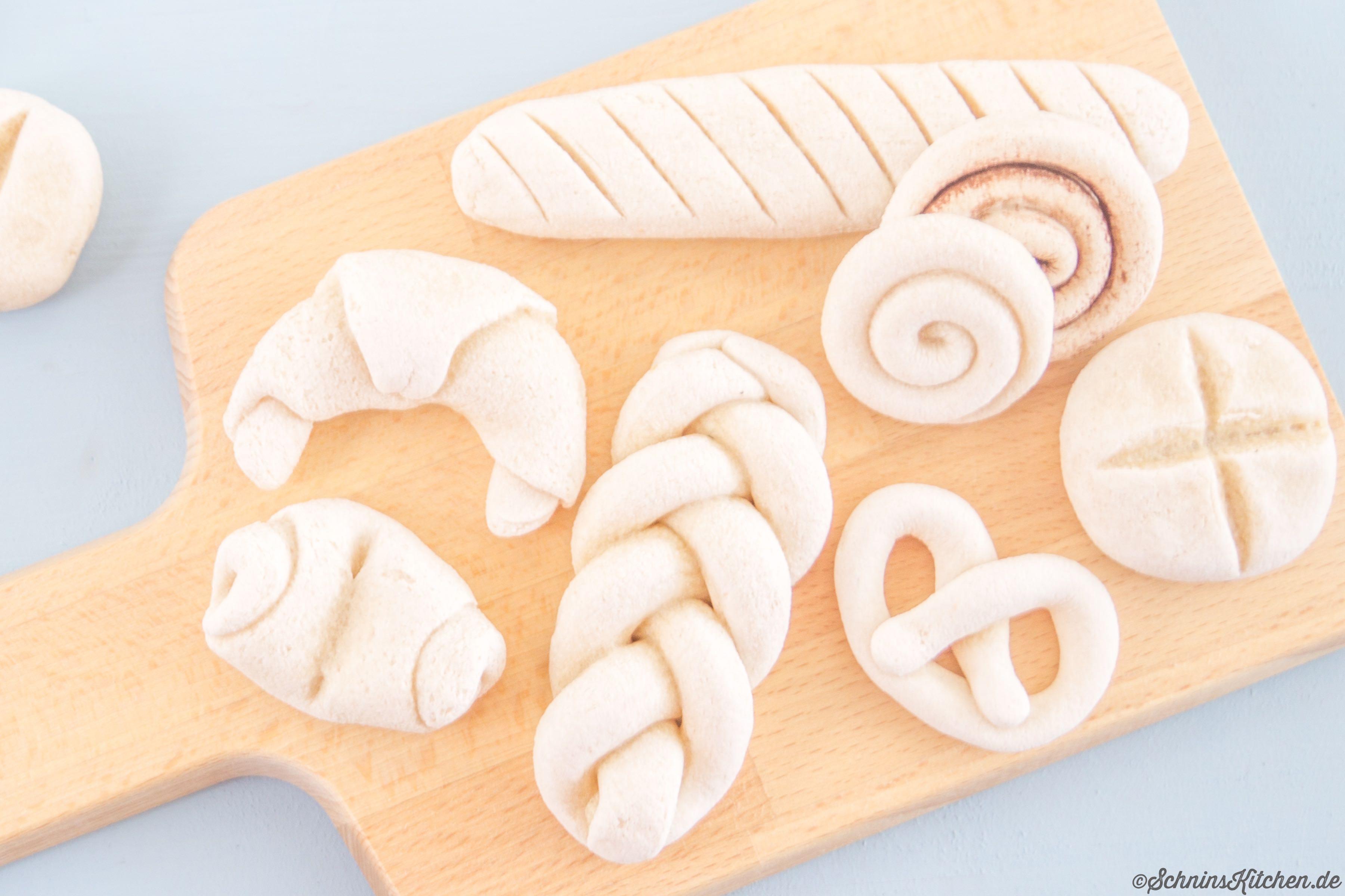 Gebäck aus Salzteig basteln für Kinderküche und Kaufladen - www.schninskitchen.de