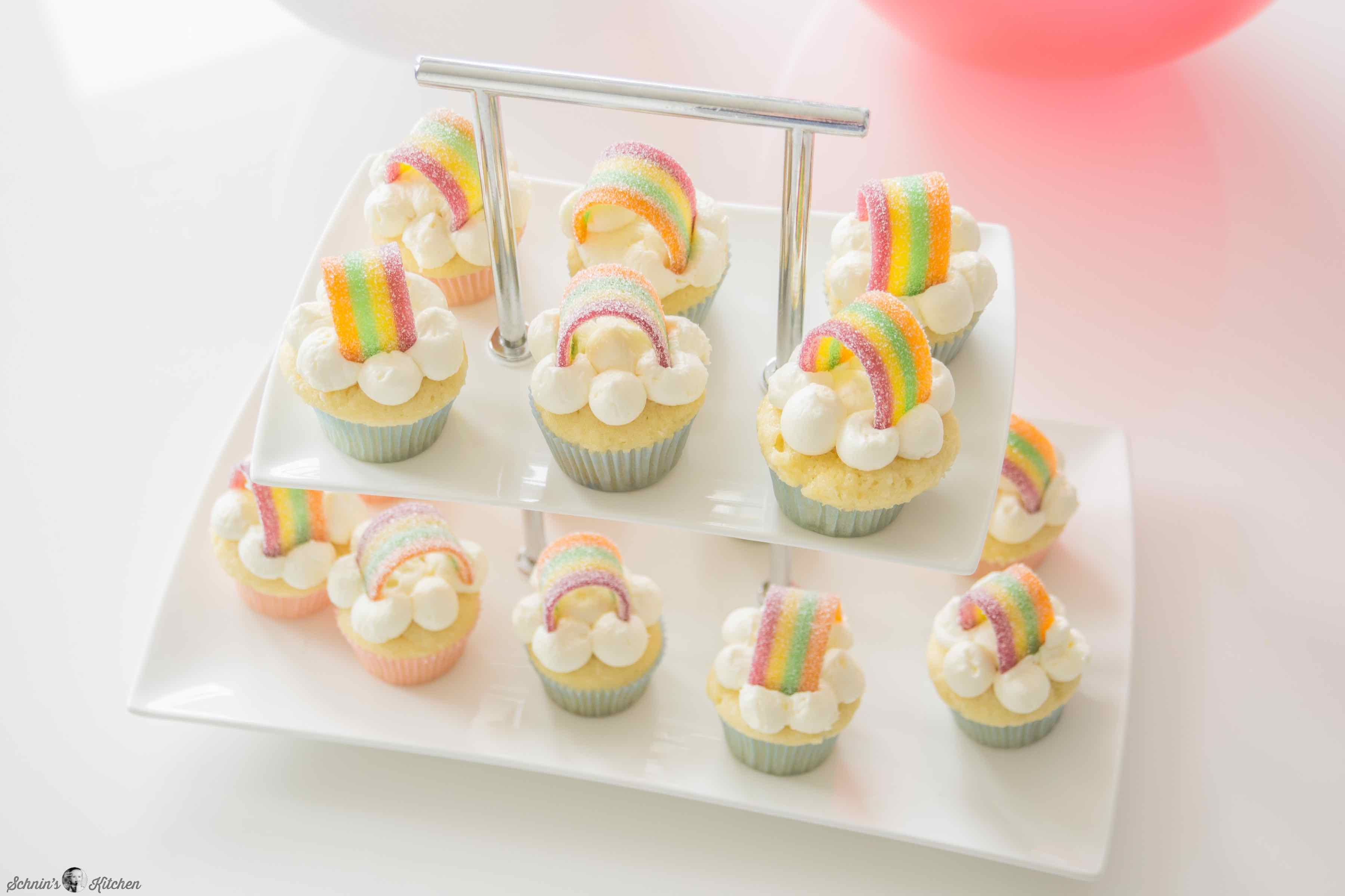 Regenbogen-Cupcakes für den Kindergeburtstag | www.schninskitchen.de