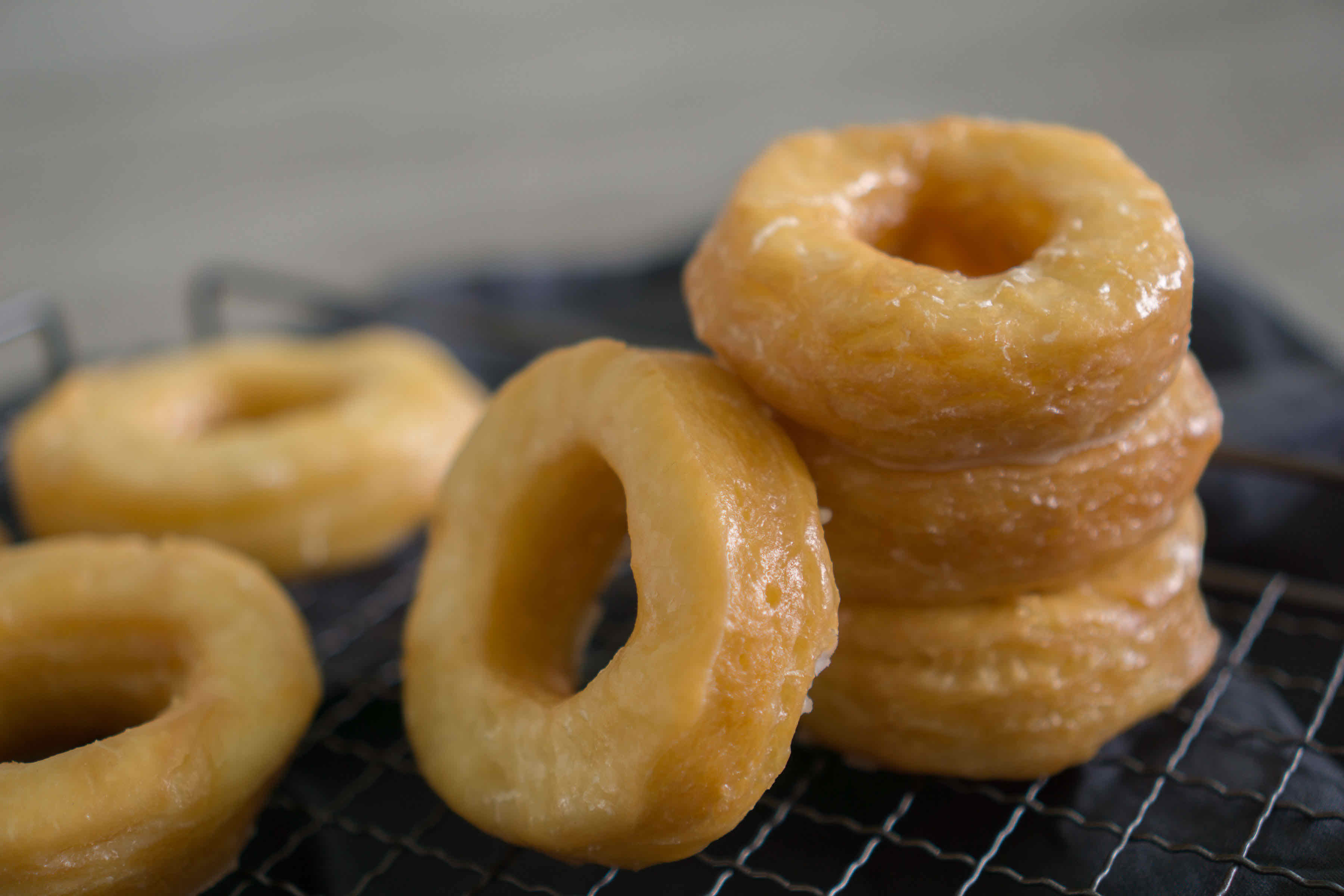 Glasierte Donuts - das weltbeste Rezept | www.schninskitchen.de