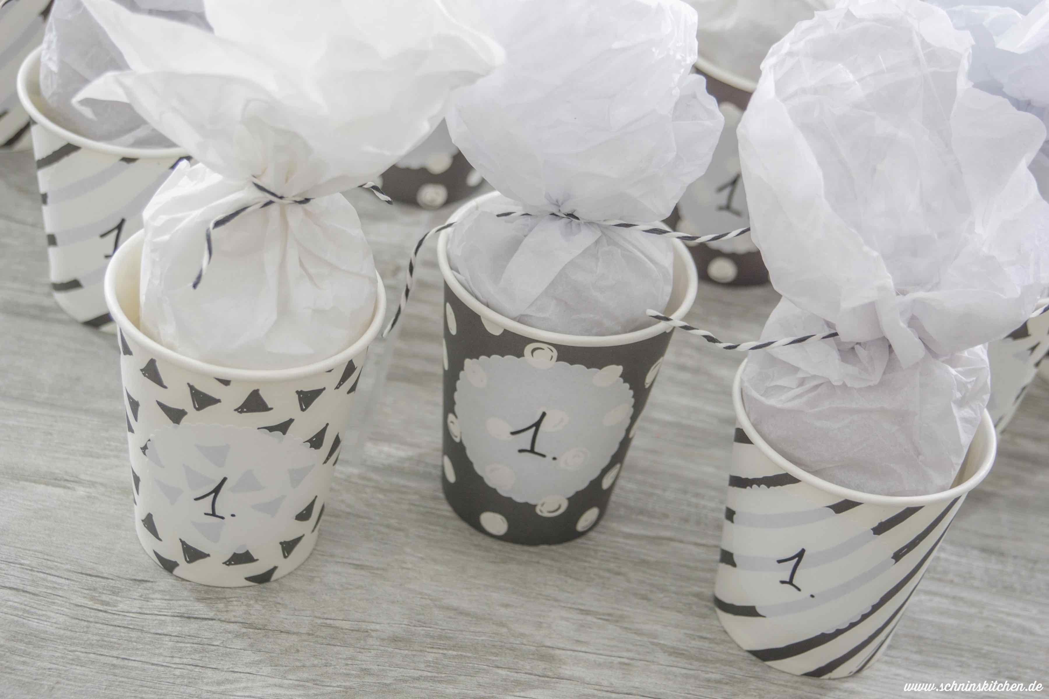 Adventskalender basteln aus Pappbechern - hübsch, schnell und einfach gemacht. | www.schninskitchen.de