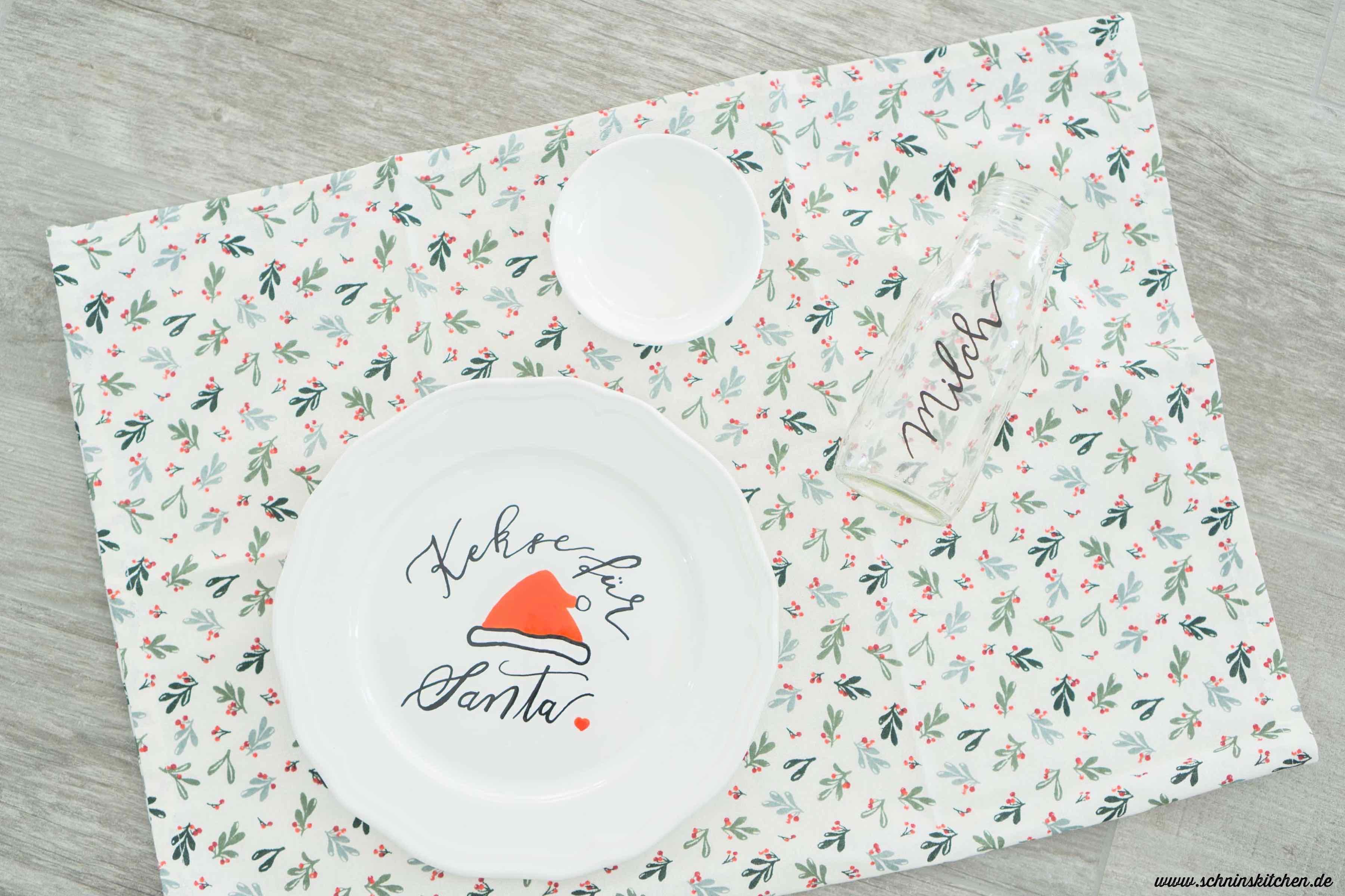 DIY Kekse für den Weihnachtsmann (Cookies for Santa) - Geschirr bemalen mit Lettering | www.schninskitchen.de