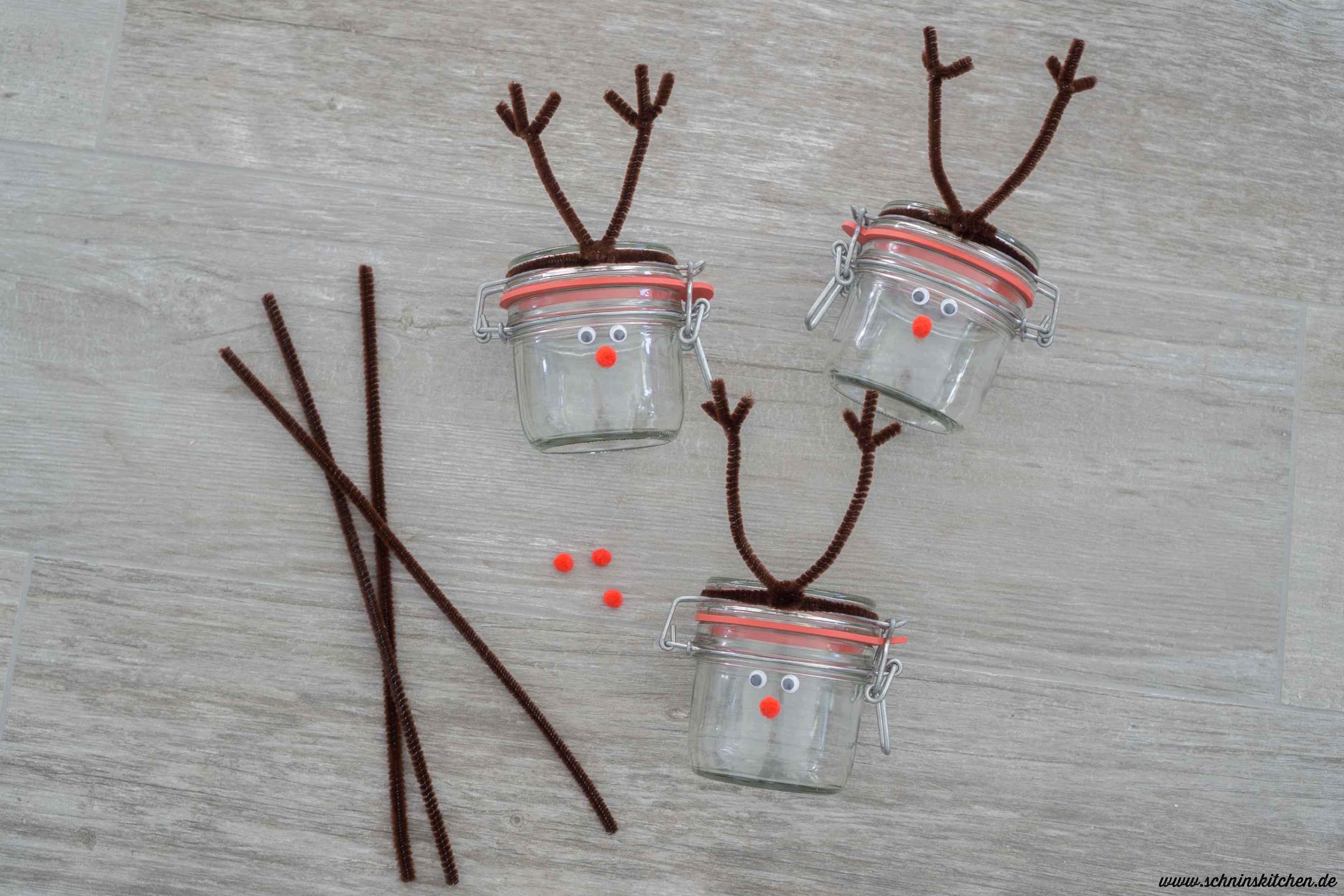 DIY Rentierglas basteln zu Weihnachten. Eine schöne Bastelidee zum Geschenke verpacken für Geschenke aus der Küche oder als Geldgeschenk | www.schninskitchen.de