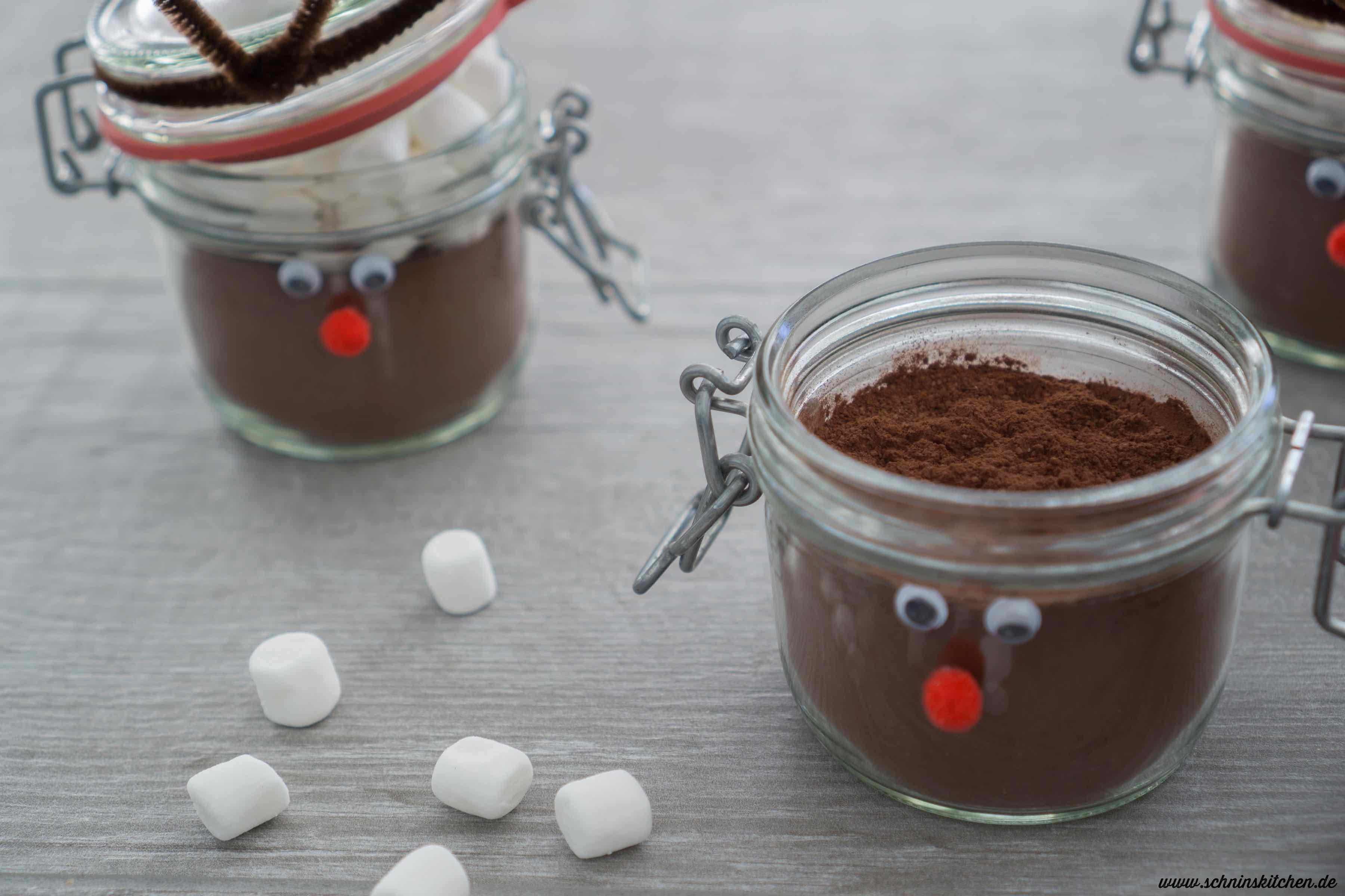 Weihnachtskakao-Mix selber machen - Rezept für heiße Schokolade als Geschenk aus der Küche. | www.schninskitchen.de