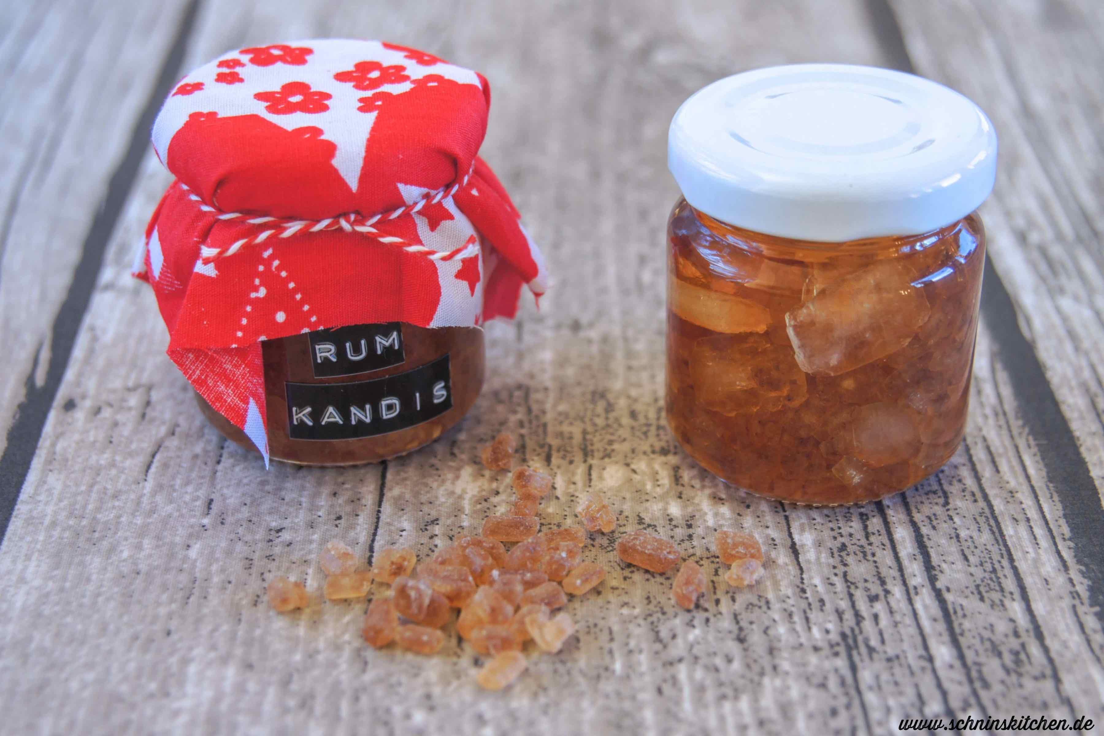 Rum-Amaretto-Kandiszucker - brauner Kandis mit Rum und Amaretto zum Süßen von Tee. Ein tolles Rezept als Geschenk aus der Küche. | www.schninskitchen.de