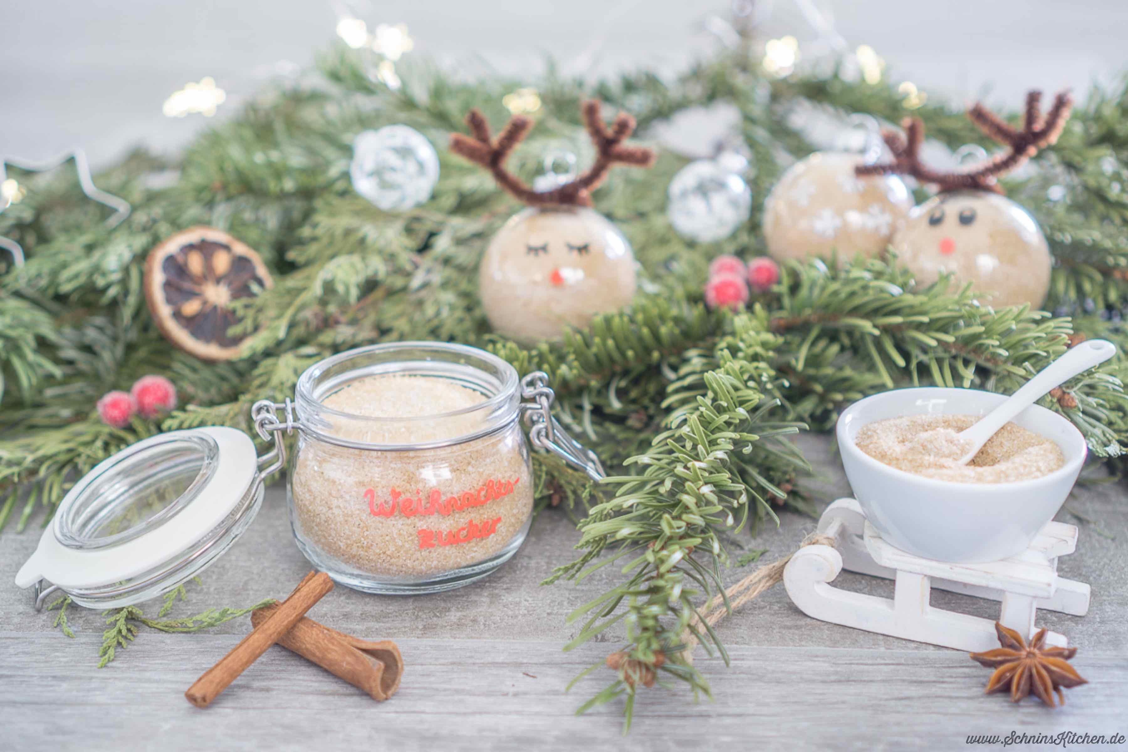 Weihnachtszucker selber machen - ein leckeres Rezept für Zucker mit Vanille und feinen Weihnachtsgewürzen als Geschenk aus der Küche | www.schninskitchen.de