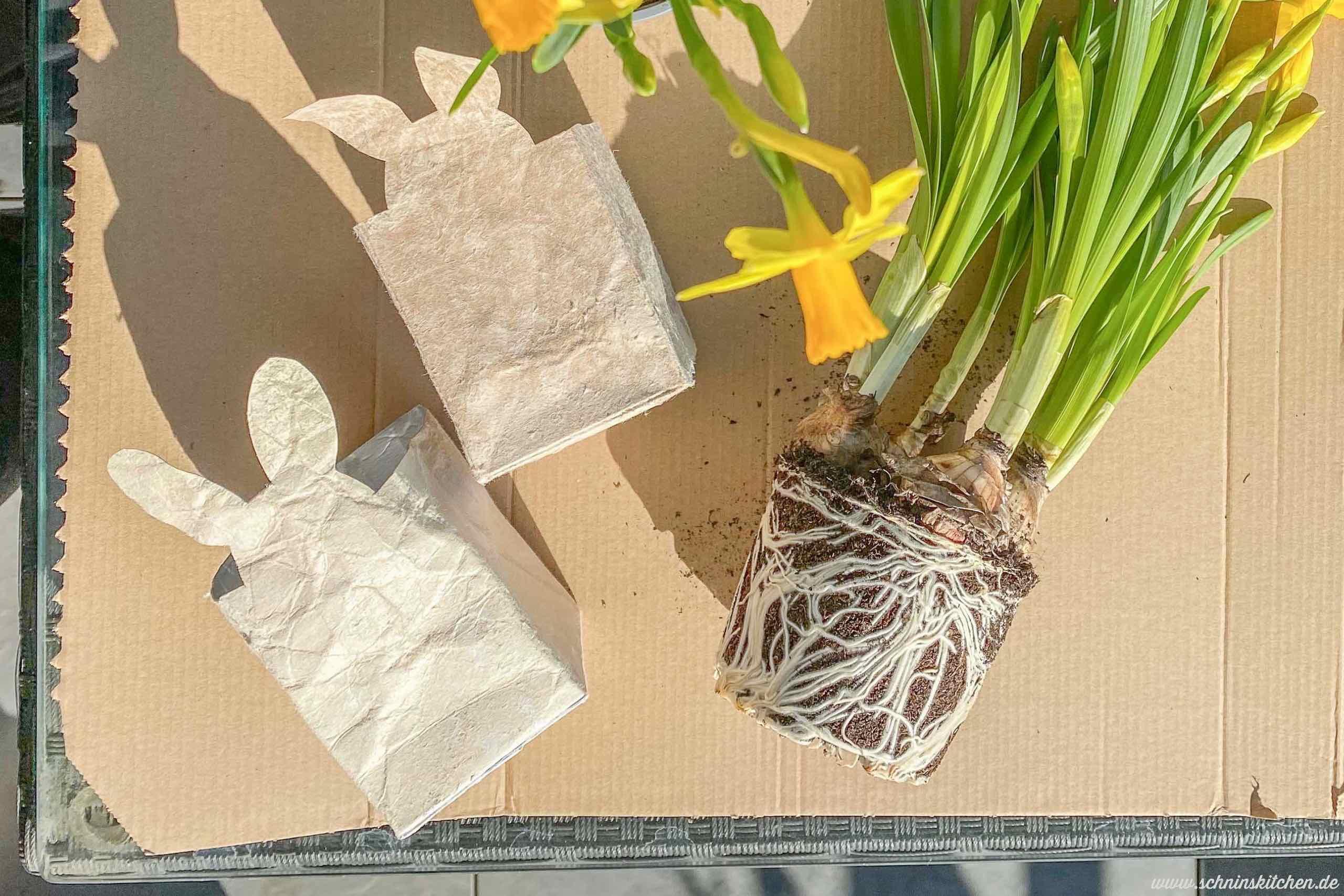 Osterhasenblumentopf aus Milchtüten basteln - Last Minute Upcycling DIY zu Ostern - als Pflanztopf oder Tischdeko, Osterkörbchen, Osternest oder kleines Ostergeschenk | www.schninskitchen.de